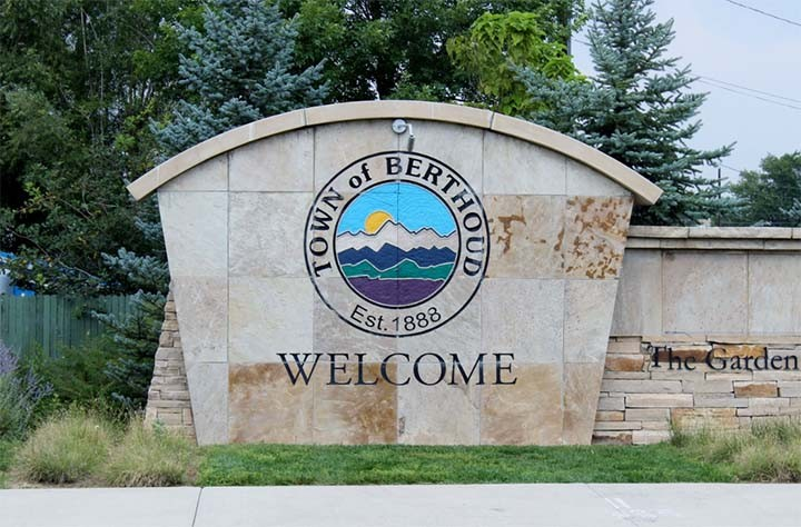 Highly Reviewed Berthoud, CO Dentist Offers Natural Looking Crowns & Bridges